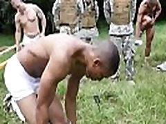 vroče britanski vojaški fantje gay džungle razbiti fest