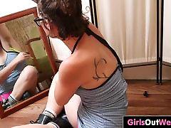 karvane tibu rosie squirts ees peegel