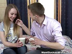 वीडियो group sex player अजनबी से मिलता है और सुंदर बिम्बो
