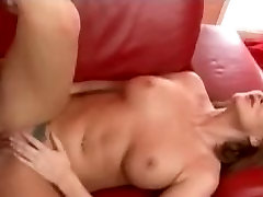 mature-milf-takes-a-long-shaft-in-her-pussy-HI.making porno filem