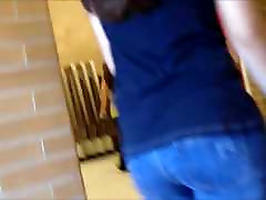 horúce úprimných voyeur teen zadok v tesné džínsy