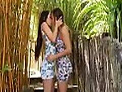 lesbiešu meitenes dievinu kaislīgs sekss