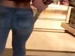 hot chick promenader med pojkvännen på köpcentret!