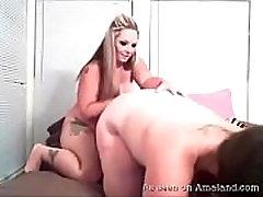 Amateur avril lapegn lesbians get naughty on webcam