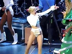 Miley peachy massage - Hot 99.5 Jingle Ball 2013