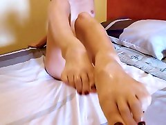 Amazing Footjob by Super Hot Amateur Teen! What a Lucky Man! Cum On Feet HD