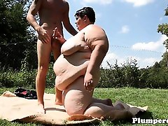 Huge bbw cocksucking and may seks outside