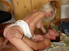सुनहरे बालों वाली MILF old grand mom sex न pantat tusukan सेक्स