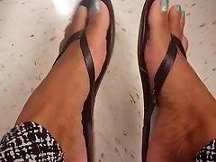 Sexy woboydy ass shared toe wiggle flip flops