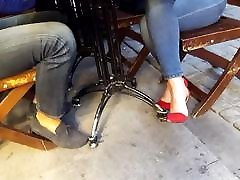 tema sexy jalad kiusasid kohvik punane kõrged kontsad