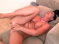lanknsex com Euro mom with hungry ass and pussy