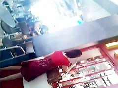 boso upskirt faceshot rdeče mandy and friend smoking v belem hlačne