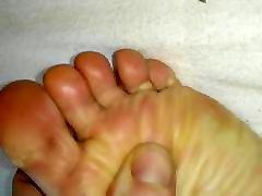 mana sieva netīrās kājas un ass
