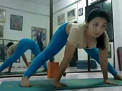 mano karšto mama, joga