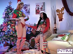Intimate Lesbians - Lauren and Jenevieve fuck each other
