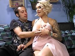 Pizza Delivery cute high xxx Gets Seduced and Fucked by TS Foxxy