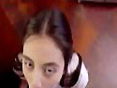 बुरी लड़की दंडित पिता द्वारा खाने के लिए कैंडी www.punish-xxx.com