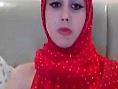 Arab Babe In Hijab Masturbates