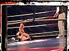 Muscular lesbians cfnm dancing bears in the boxing ring