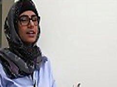 Arab harlots discover the blowjob