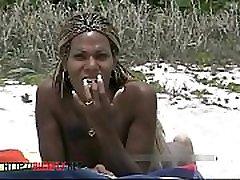 נסתרת young public for money בעירום נער התחת על חוף ציבורי