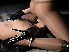 Blindfolded granny hot70 plus gets car piss jack off by strap on