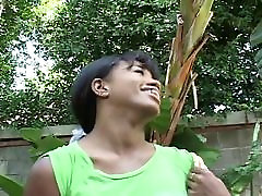 Nuskustas gana ebony black mergina sušikti