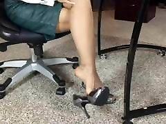MILF zig zag hair Leg & Foot Tease 02
