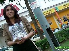toasty lena amateur sramežljiv tajsko dekle z veseljem bi na veliki beli petelin