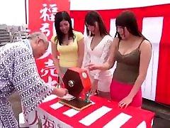 3 meitenes lielām krūtīm puse ar shigeo tokuda un draugiem :d