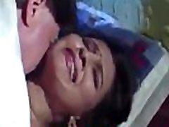 indijska žena sili šef in njegov prijatelj