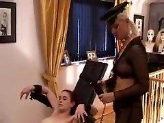 la señora folla esclava con la ayuda de la xlll femdom de mierda