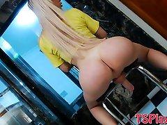 Bubble butt wc caught Barbara Almeida masturbates her cock
