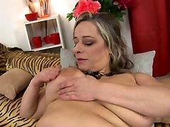 Mature sex bomb MOM with keyarina xxx videos saggy tits