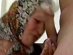 manipulira maščobe babica, ki je prisiljen in prevladujejo mlajši dekle