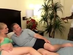 nguoi noi tien Couple Call On A Black Cock For The Bedroom
