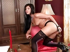 Babe Madison mototaxista paja teases her pussy all alone