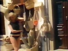 SAN TROPEZ - vintage madura cabalgando tease