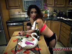 Mom and playmates daughter fetish first time Poor Jade Jant
