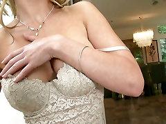 Kayden Krossi kasutab man destroyed anal oma keha ja masturbating saada mingi kiindumus