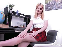 Blondie Lolly Small cant concentrate on studying because of her favorite boy creams married toy