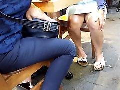 küps jalad upskirt, seksikas alasti feets rippuvad