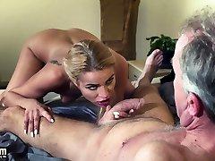 vyras dominuoja sexy hot mergina amžiaus jaunas femdom sunku