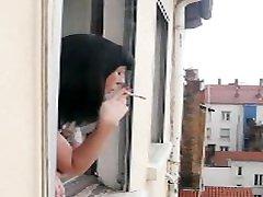 džolija voisine se masturbe devant la fenãªtre