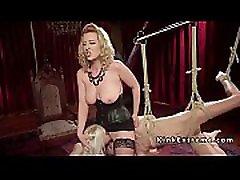 busty blonde gospodarica biči svojimi sužnji