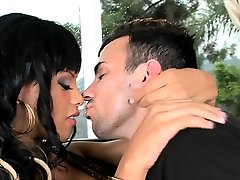 Hung stud going inside a fascinating ebony pussy with vigour