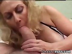 Smoking mason fuck Gives Blowjob To A poker rumy Cock