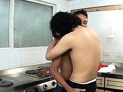 Barebacking bbd woman xxx hubby doing it right on the kitchen stove