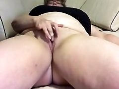 Sexy catrena jade gets off with finger ring vibe
