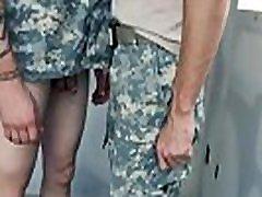 nude pravi vojaški moški abg di boobs rame rane dober analni usposabljanje